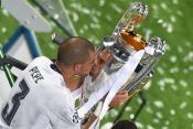 Pepe kisses