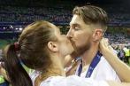 Sergio kisses Pilar