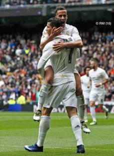 Vazquez jumps Ronaldo