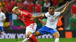 TOULOUSE, FRANCE - JUNE 20: Aaron Ramsey of Wales and Denis Glushakov of Russia compete for the ball during the UEFA EURO 2016 Group B match between Russia and Wales at Stadium Municipal on June 20, 2016 in Toulouse, France. (Photo by Stu Forster/Getty Images)