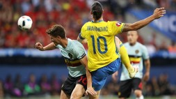 Belgium's defender Thomas Meunier (L) vies for the ball against Sweden's forward Zlatan Ibrahimovic during the Euro 2016 group E football match between Sweden and Belgium at the Allianz Riviera stadium in Nice on June 22, 2016. / AFP / Valery HACHE (Photo credit should read VALERY HACHE/AFP/Getty Images)