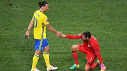 NICE, FRANCE - JUNE 22: Zlatan Ibrahimovic of Sweden consoles team-mate Andreas Isaksson of Sweden after defeat in the UEFA EURO 2016 Group E match between Sweden and Belgium at Allianz Riviera Stadium on June 22, 2016 in Nice, France. (Photo by Laurence Griffiths/Getty Images)
