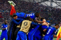 France teammates celebrate after beating Albanian 2-0 in the Euro 2016 group A football match between France and Albania at the Velodrome stadium in Marseille on June 15, 2016. / AFP / FRANCK FIFE (Photo credit should read FRANCK FIFE/AFP/Getty Images)