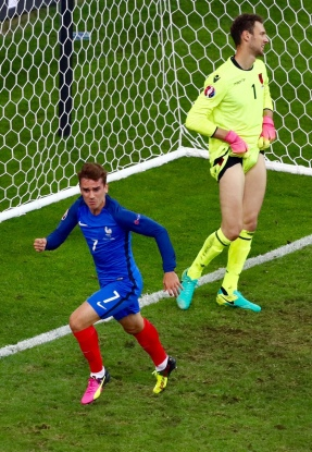 MARSEILLE, FRANCE - JUNE 15: Antoine Griezmann of France celebrates scoring his sides first goal during the UEFA EURO 2016 Group A match between France and Albania at Stade Velodrome on June 15, 2016 in Marseille, France. (Photo by Lars Baron/Getty Images)