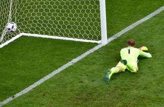 England's goalkeeper Joe Hart fails to save the ball during the Euro 2016 group B football match between England and Wales at the Bollaert-Delelis stadium in Lens on June 16, 2016. / AFP / PHILIPPE HUGUEN (Photo credit should read PHILIPPE HUGUEN/AFP/Getty Images)
