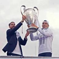 Sergio and Cris raise the cup