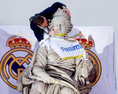 Sergio kisses the goddess