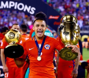 EAST RUTHERFORD, NJ - JUNE 26: Alexis Sanchez #7 of Chile celebrates the win over Argentina during the Copa America Centenario Championship match at MetLife Stadium on June 26, 2016 in East Rutherford, New Jersey.Chile defeated Argentina 0-0 with the 4-2 win in the shootout. (Photo by Elsa/Getty Images)