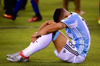 EAST RUTHERFORD, NEW JERSEY - JUNE 26: Erik Lamela of Argentina looks dejected after losing the championship match between Argentina and Chile at MetLife Stadium as part of Copa America Centenario US 2016 on June 26, 2016 in East Rutherford, New Jersey, US. (Photo by Hector Vivas/LatinContent/Getty Images)
