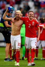BORDEAUX, FRANCE - JUNE 11: Aaron Ramsey (L) and Chris Gunter (R) of Wales celebrate their team's 2-1 win in the UEFA EURO 2016 Group B match between Wales and Slovakia at Stade Matmut Atlantique on June 11, 2016 in Bordeaux, France. (Photo by Stu Forster/Getty Images)