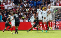 LENS, FRANCE - JUNE 16: Gareth Bale of Wales scores the opening goal during the UEFA EURO 2016 Group B match between England v Wales at Stade Bollaert-Delelis on June 16, 2016 in Lens, France. (Photo by Ian MacNicol/Getty Images)