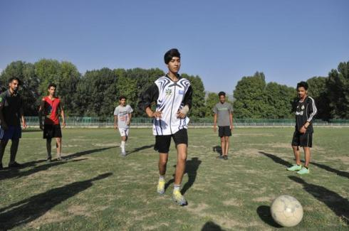 srinagar-football-hindustan-kashmir-players-srinagar-andrabi_84b7d5a6-39a8-11e6-a032-be579840a028 (1)