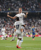 MADRID, SPAIN - AUGUST 27: Toni Kroos of Real Madrid celebrates with Lucas Vazquez after scoring Real's 2nd goal during the La Liga match between Real Madrid CF and RC Celta de Vigo at Estadio Santiago Bernabeu on August 27, 2016 in Madrid, Spain. (Photo by Denis Doyle/Getty Images)