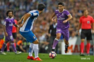 asensio-takes-on-defender