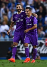 BARCELONA, SPAIN - SEPTEMBER 18: Karim Benzema (L) celebrates with his team mate Lucas Vazquez of Real Madrid CF after scoring his team's second goal during the La Liga match between RCD Espanyol and Real Madrid CF at the RCDE stadium on September 18, 2016 in Barcelona, Spain. (Photo by David Ramos/Getty Images)