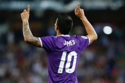 Real Madrid's Colombian midfielder James Rodriguez celebrates after scoring during the Spanish league football match RCD Espanyol vs Real Madrid CF atthe Cornella-El Prat stadium in Cornella de Llobregat on September 18, 2016. / AFP / PAU BARRENA (Photo credit should read PAU BARRENA/AFP/Getty Images)
