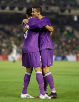 cris-and-pepe-hugs