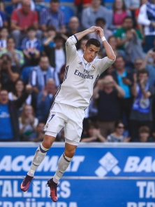 VITORIA-GASTEIZ, SPAIN - OCTOBER 29: Cristiano Ronaldo of Real Madrid CF celebrates scoring their second goal during the La Liga match between Deportivo Alaves and Real Madrid CF at Estadio de Mendizorroza on October 29, 2016 in Vitoria-Gasteiz, Spain. (Photo by Gonzalo Arroyo Moreno/Getty Images)