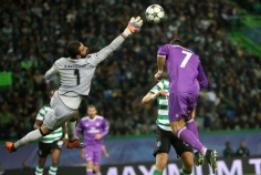 Sporting's goalkeeper Rui Patricio (L ) vies with Real Madrid's forward Cristiano Ronaldo during the UEFA Champions League Group F football match Sporting CP vs Real Madrid at the Alvalade stadium in Lisbon, Portugal on November 22, 2016. Photo: Pedro Fiuza ( Photo by Pedro Fiúza/NurPhoto)
