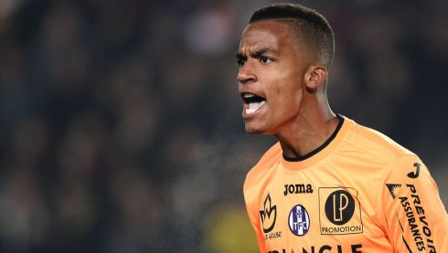 Toulouse's French goalkeeper Alban Lafont reacts during the French Ligue 1 football match between FC Nantes and Toulouse FC at the La Beaujoire stadium in Nantes on December 12, 2015.  AFP PHOTO / JEAN-SEBASTIEN EVRARD / AFP / JEAN-SEBASTIEN EVRARD        (Photo credit should read JEAN-SEBASTIEN EVRARD/AFP/Getty Images)