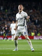 MADRID, SPAIN - FEBRUARY 15: Toni Kroos of Real Madrid celebrates after scoring during the UEFA Champions League Round of 16 first leg match between Real Madrid CF and SSC Napoli at Estadio Santiago Bernabeu on February 15, 2017 in Madrid, Spain. (Photo by Helios de la Rubia/Real Madrid via Getty Images)